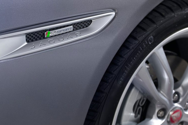 Jaguar XF Saloon 2.0 d MHEV 204PS S 4Dr Auto [Start Stop] detail view